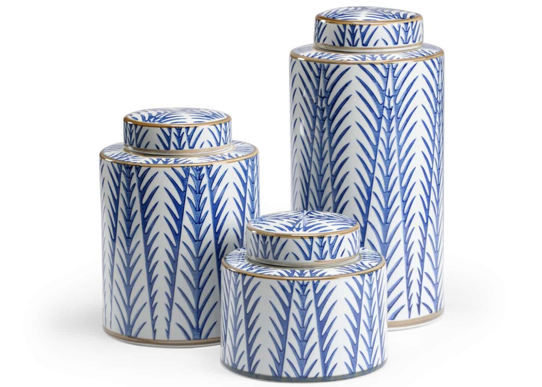 Blue and white porcelaine medecine jars