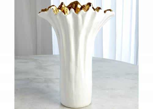 vase blanche et dorée